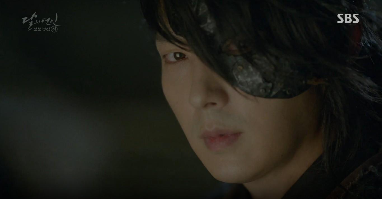 Moon Lovers: Đánh nhau chán chê, hoàng tử Baekhyun lại đột nhiên phải lòng IU - Ảnh 24.