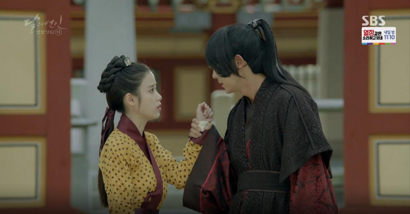 Moon Lovers: Tứ hoàng tử Lee Jun Ki chính thức hạ chiếc mặt nạ trước mặt IU - Ảnh 28.