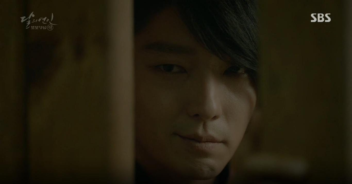 """Moon Lovers: """"Anh Tư"""" Lee Jun Ki tái hiện lại cảnh che mưa kinh điển trong Bộ Bộ Kinh Tâm! - Ảnh 11."""