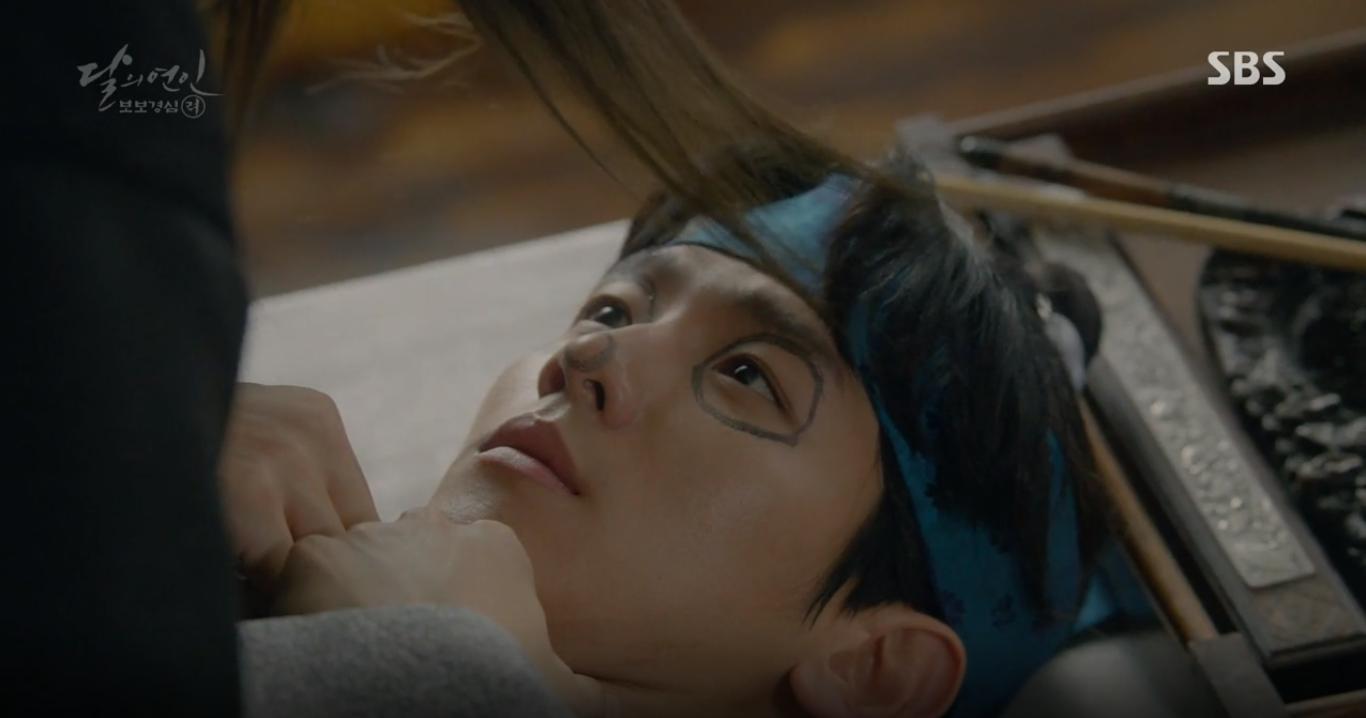 """Moon Lovers: """"Mười"""" Baekhyun suýt toi mạng dưới tay… bố vợ - Ảnh 3."""