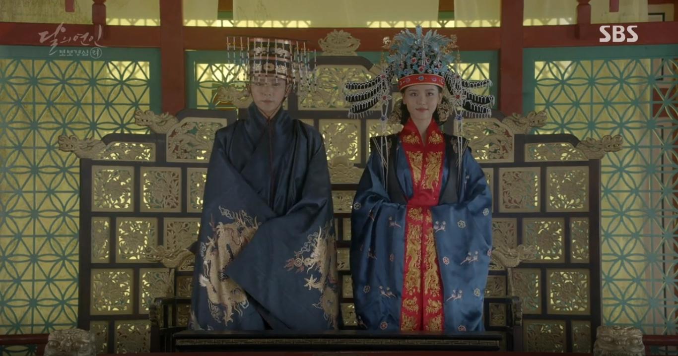 """""""Moon Lovers"""": Lee Jun Ki vừa được IU phong vua đã lập hậu - Ảnh 3."""