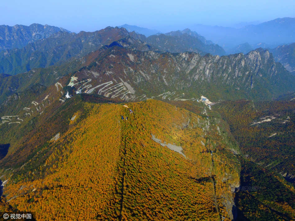 Con đường lắt léo nhất Trung Quốc: Thách bạn đi hết 72 khúc ngoặt này mà không chóng mặt - Ảnh 10.