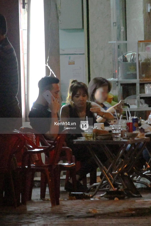 Sau sự kiện, Trấn Thành - Hari Won đi ăn đêm ở quán lề đường cùng bạn đến nửa đêm - Ảnh 10.