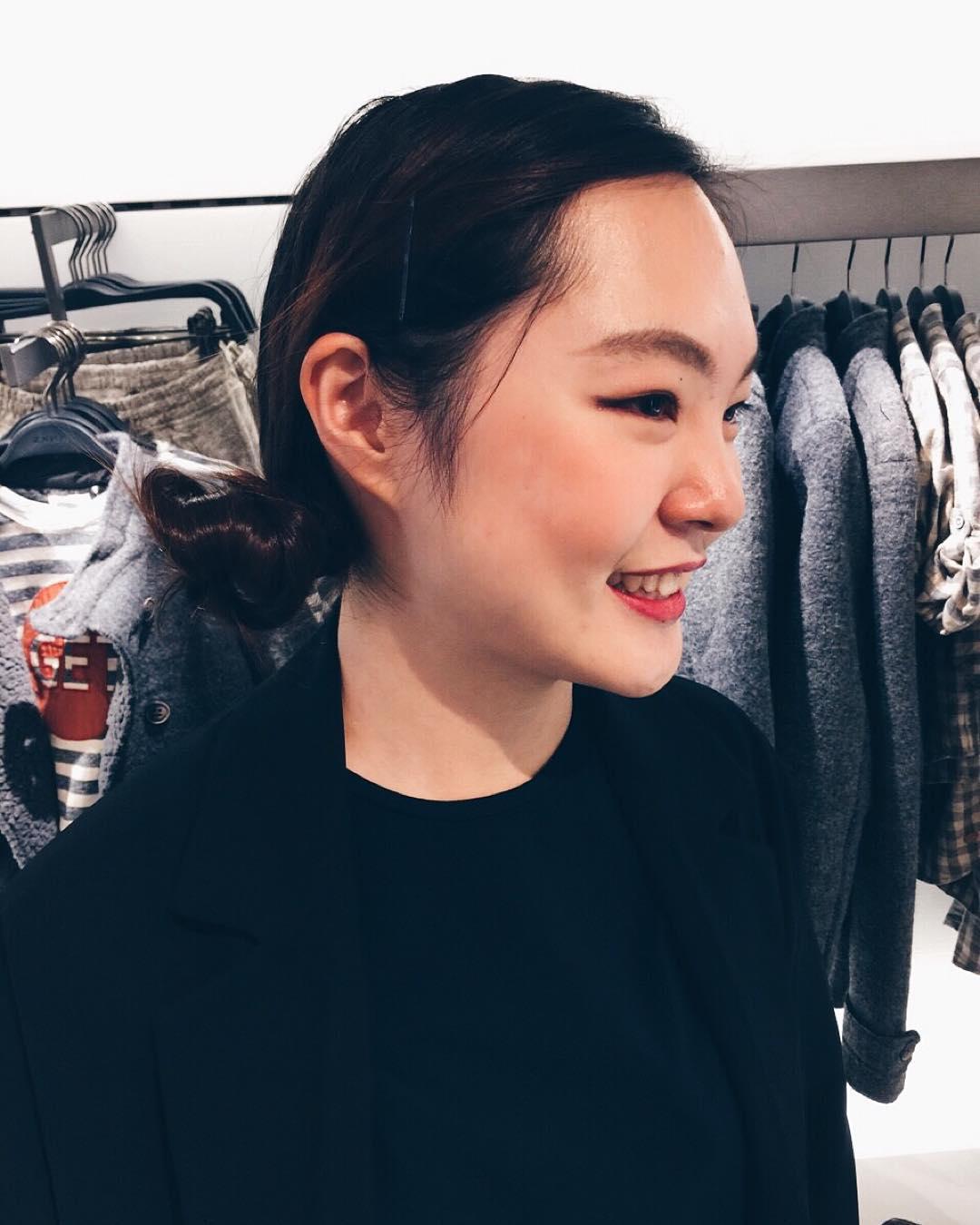 Đồng phục nhân viên Zara Việt Nam mới mẻ hơn hẳn so với mẫu đồng phục đen trên toàn thế giới - Ảnh 7.