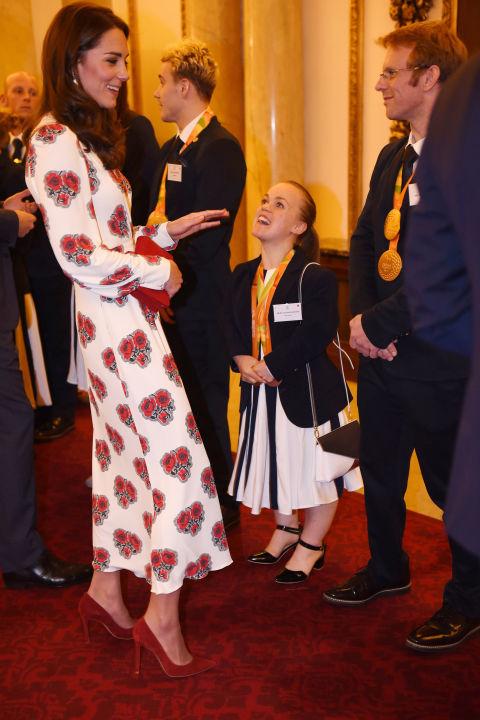 5 tỷ đồng là số tiền công nương Kate đã chi cho cả tủ áo quần của năm 2016, gấp 4 lần năm ngoái! - Ảnh 18.