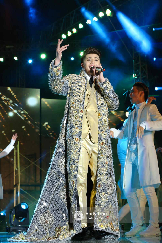 Noo Phước Thịnh khẳng định đẳng cấp với Live Concert 35.000 khán giả - Ảnh 43.