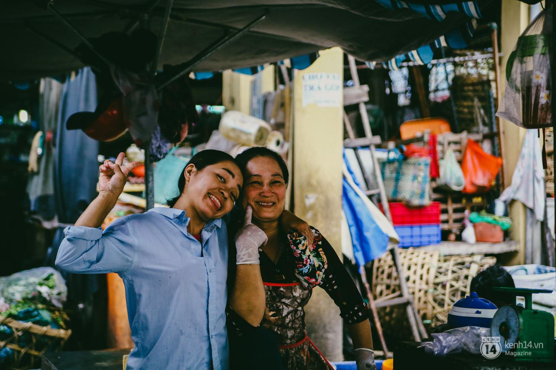 Người miền Trung ở Sài Gòn, nhớ quê thì tới chợ Bà Hoa để nghe những chi, mô, rứa, hè thật thân thương... - Ảnh 11.