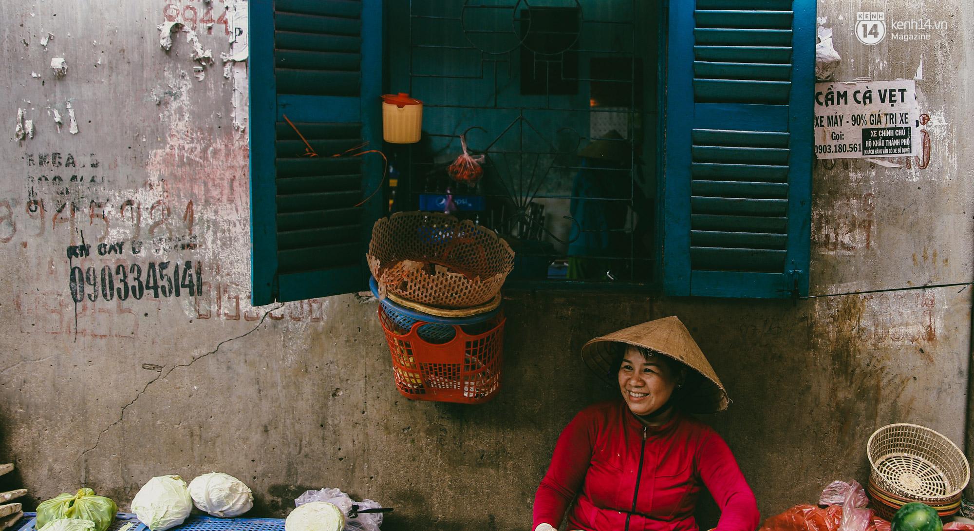 Người miền Trung ở Sài Gòn, nhớ quê thì tới chợ Bà Hoa để nghe những chi, mô, rứa, hè thật thân thương... - Ảnh 14.