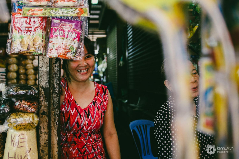 Người miền Trung ở Sài Gòn, nhớ quê thì tới chợ Bà Hoa để nghe những chi, mô, rứa, hè thật thân thương... - Ảnh 12.