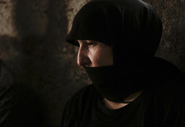 Gương mặt chằng chịt sẹo của cô gái sau 5 lần trốn chạy khỏi những tay buôn bán nô lệ tình dục IS - Ảnh 1.