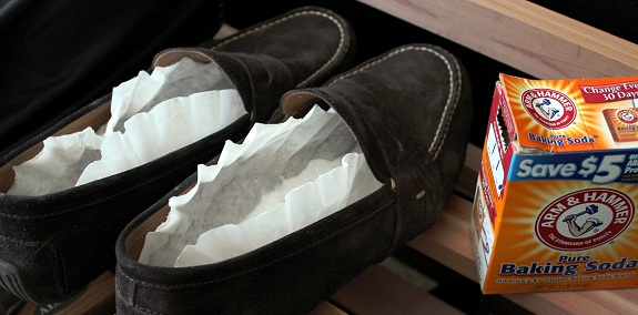 2 điều thần kỳ mà baking soda có thể làm với đôi giày của bạn - Ảnh 3.