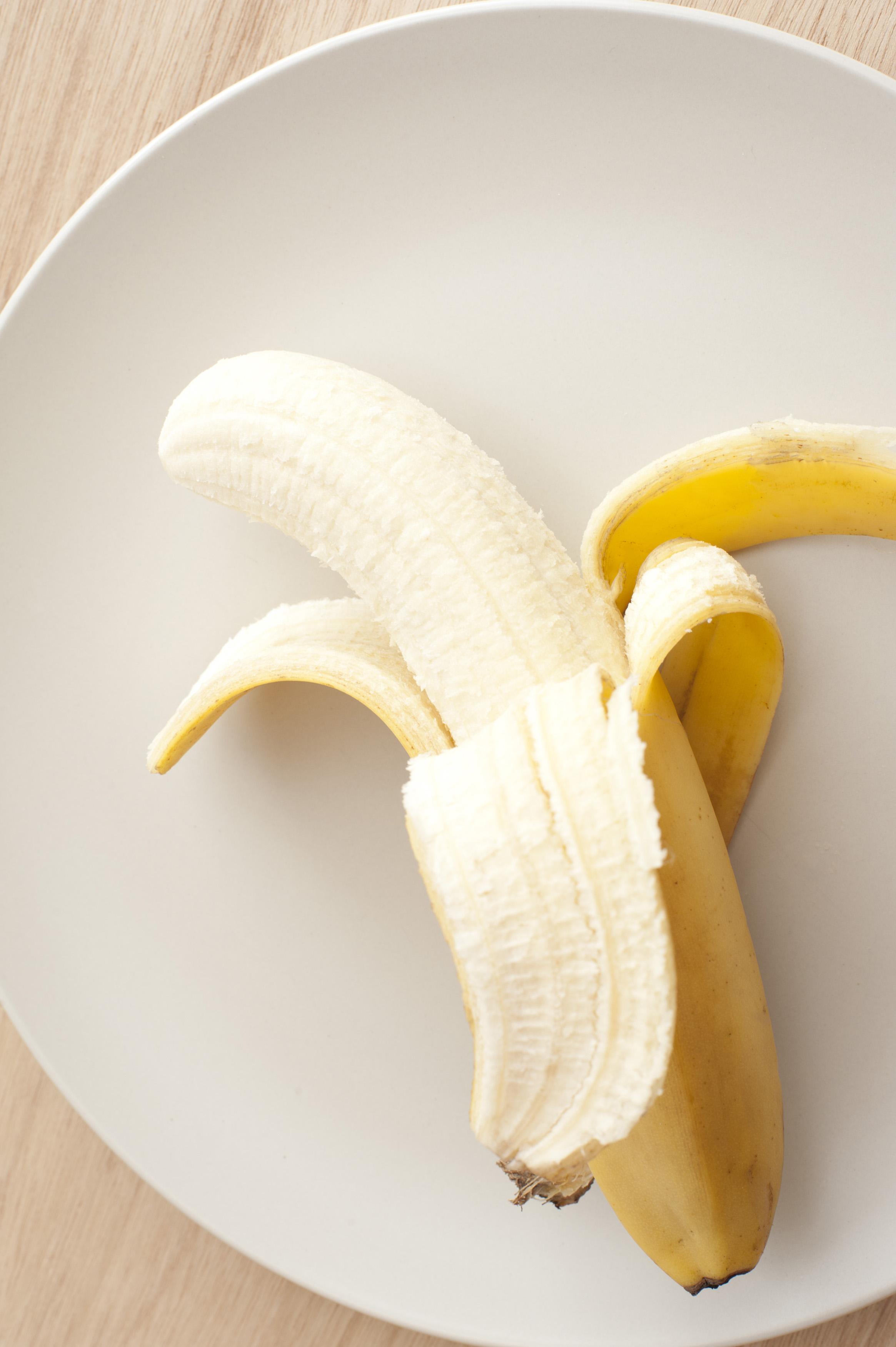Картинка с бананом ножом, поздравление юбилеем