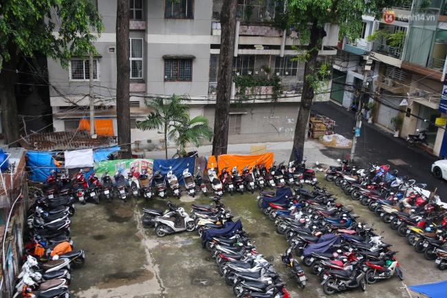 Lạ kỳ hàng cây cổ thụ trăm tuổi mọc xuyên nhà dân ngay trung tâm Sài Gòn - Ảnh 13.