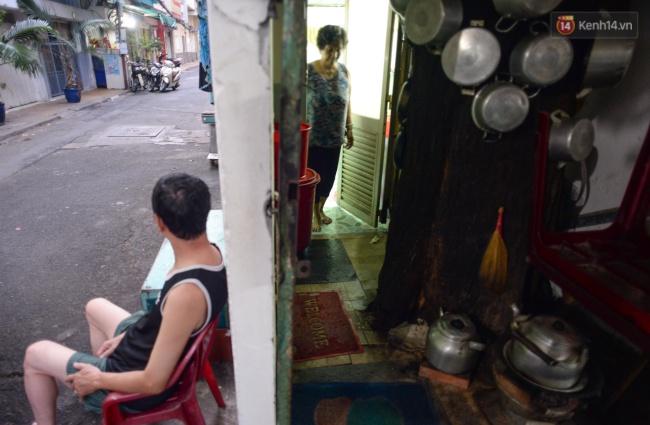 Lạ kỳ hàng cây cổ thụ trăm tuổi mọc xuyên nhà dân ngay trung tâm Sài Gòn - Ảnh 4.