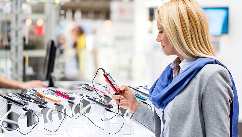 Những sai lầm dễ mắc phải khi chọn mua smartphone hay phụ kiện - Ảnh 1.