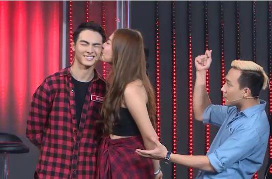 Mai Ngô lại... bĩu môi, Chúng Huyền Thanh ôm hôn bạn trai trên truyền hình - Ảnh 5.