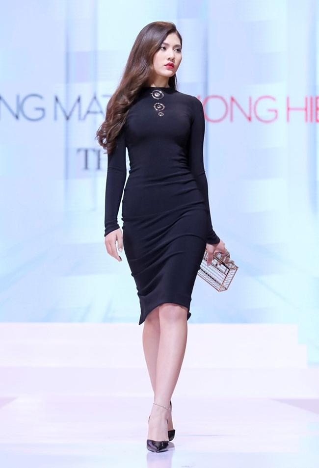 Chúng Huyền Thanh team Hà Hồ lộ ngấn mỡ lèo phèo vì áo xuyên thấu - Ảnh 4.