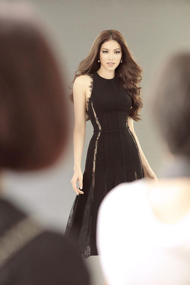 Hoa hậu Mỹ Linh chen chúc cùng Phạm Hương, Lan Khuê trên poster show diễn Chung Thanh Phong - Ảnh 5.