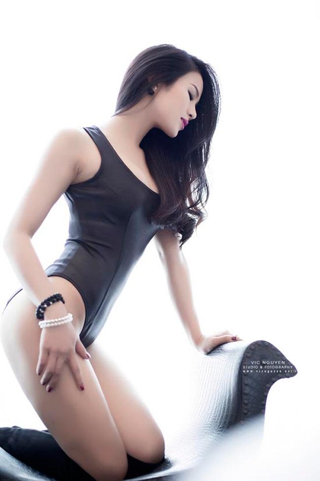 Bỏng mắt xem gái Việt phô diễn body trong mốt áo tắm khoét hông cao - Ảnh 11.