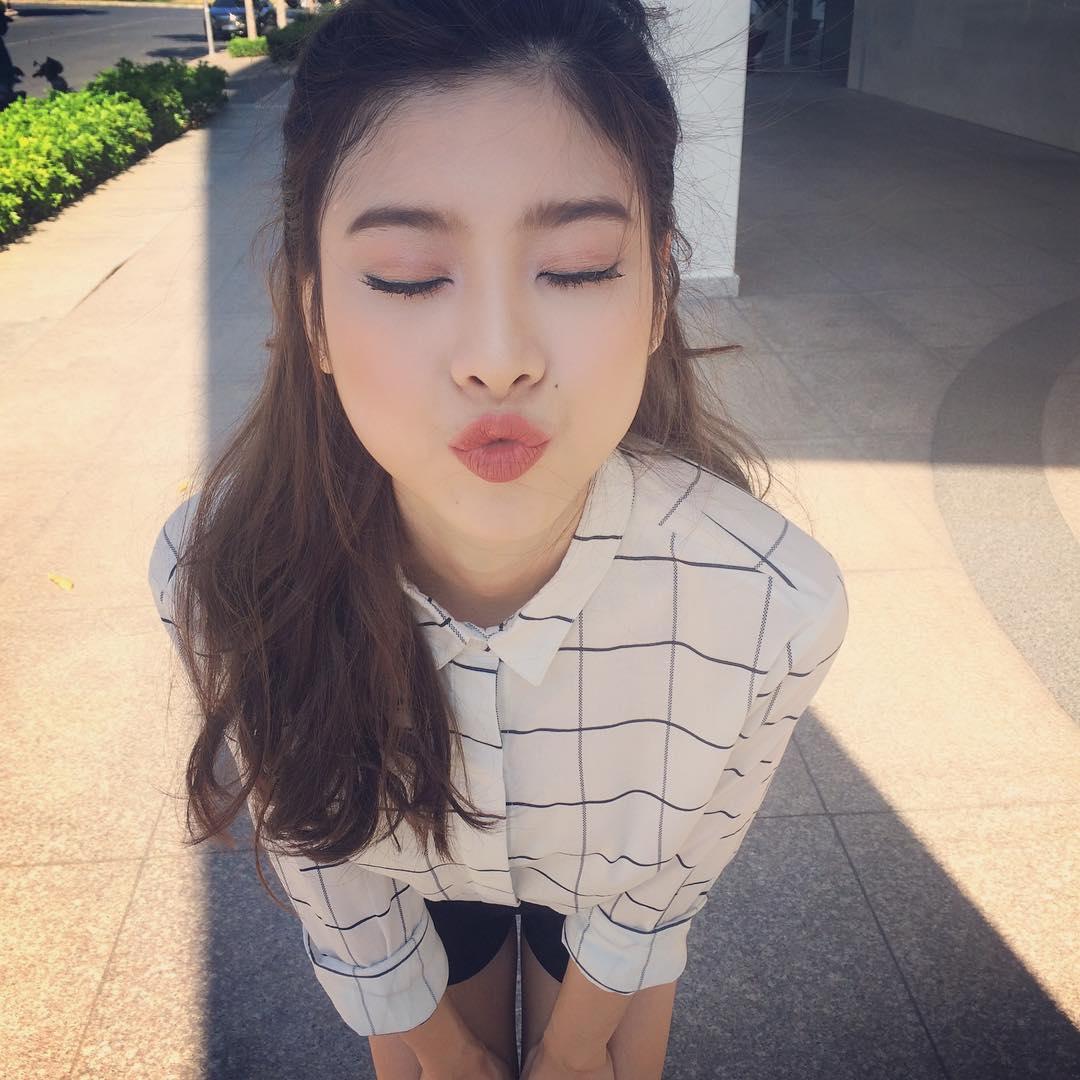 Lục Instagram của loạt hot girl Việt tìm ra 5 màu son hot phá đảo thời gian này - Ảnh 9.