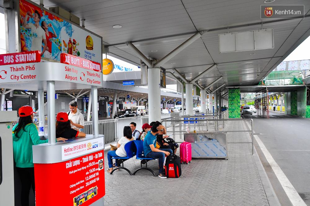Trải nghiệm tuyến xe buýt 5 sao đầu tiên từ sân bay Tân Sơn Nhất vào trung tâm Sài Gòn - Ảnh 2.