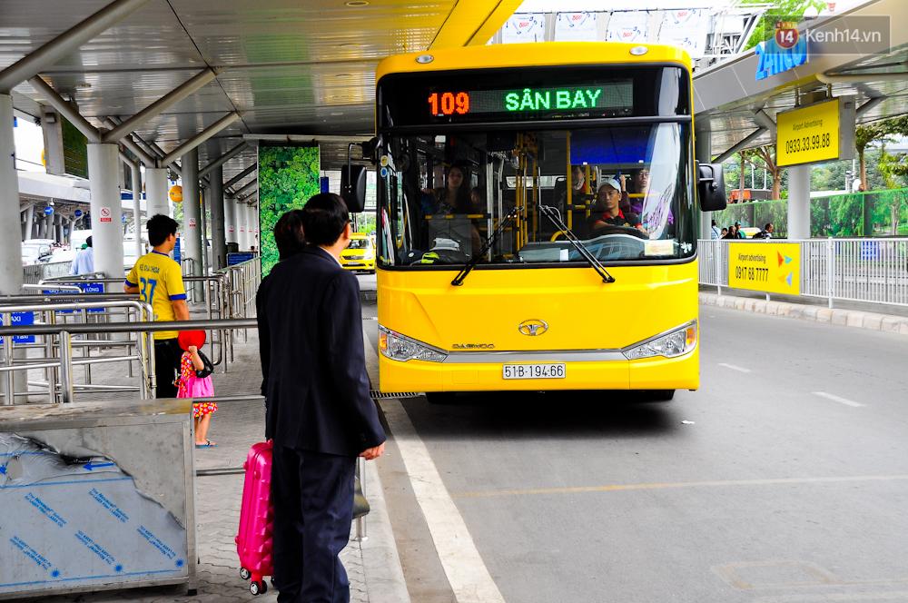 Trải nghiệm tuyến xe buýt 5 sao đầu tiên từ sân bay Tân Sơn Nhất vào trung tâm Sài Gòn - Ảnh 4.