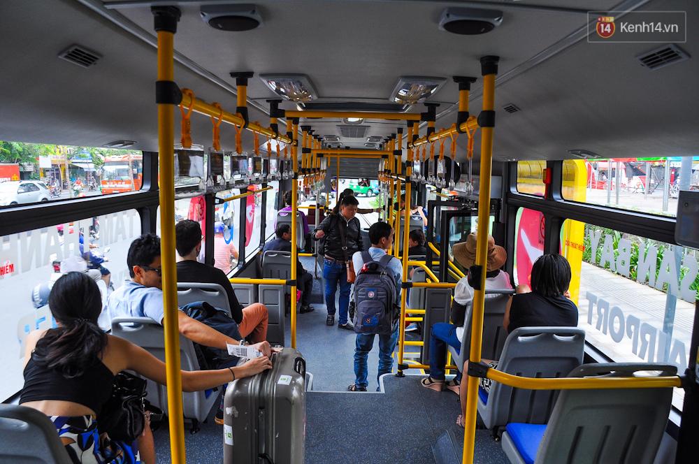 Trải nghiệm tuyến xe buýt 5 sao đầu tiên từ sân bay Tân Sơn Nhất vào trung tâm Sài Gòn - Ảnh 5.