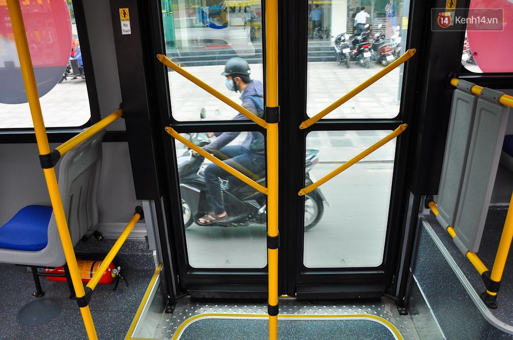 Trải nghiệm tuyến xe buýt 5 sao đầu tiên từ sân bay Tân Sơn Nhất vào trung tâm Sài Gòn - Ảnh 11.