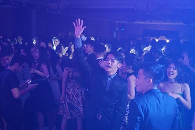 Teen THPT Lê Quý Đôn (TP.HCM) quẩy cực sung trong prom độc lập đầu tiên của trường - Ảnh 26.