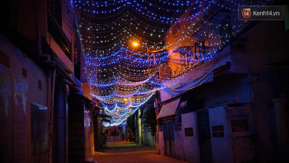Người Sài Gòn đã tự tay trang trí Giáng sinh cho con hẻm của mình theo cách lãng mạn như thế - Ảnh 3.