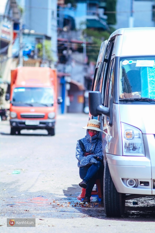 Nghìn lẻ một cách người lao động Hà Nội đối phó với mùa nắng nóng kinh hoàng - Ảnh 10.