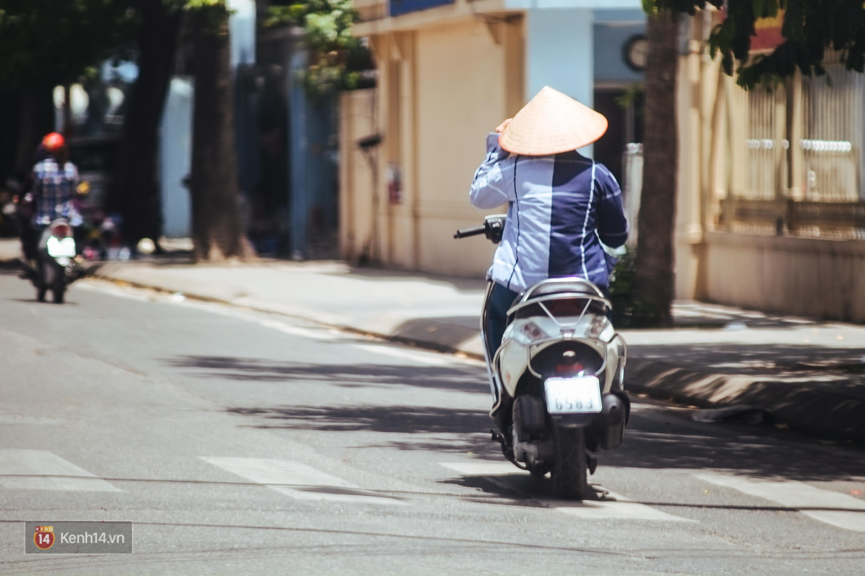 Nghìn lẻ một cách người lao động Hà Nội đối phó với mùa nắng nóng kinh hoàng - Ảnh 11.