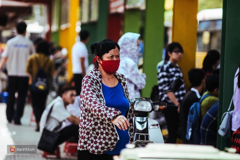 Nghìn lẻ một cách người lao động Hà Nội đối phó với mùa nắng nóng kinh hoàng - Ảnh 8.