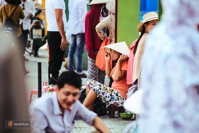 Nghìn lẻ một cách người lao động Hà Nội đối phó với mùa nắng nóng kinh hoàng - Ảnh 5.