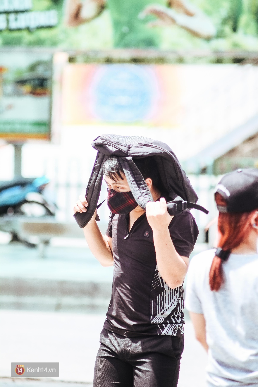 Nghìn lẻ một cách người lao động Hà Nội đối phó với mùa nắng nóng kinh hoàng - Ảnh 4.