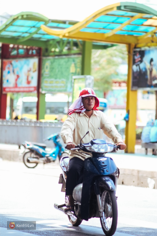 Nghìn lẻ một cách người lao động Hà Nội đối phó với mùa nắng nóng kinh hoàng - Ảnh 3.