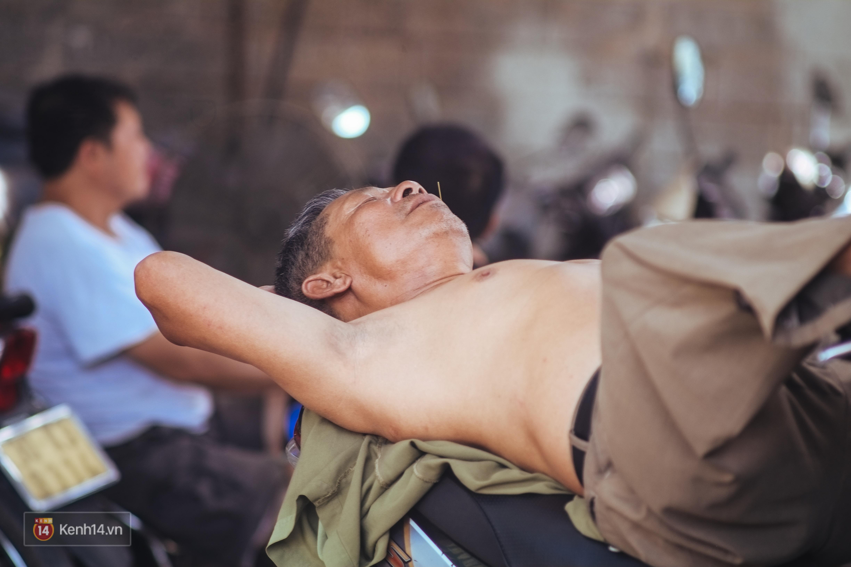 Nghìn lẻ một cách người lao động Hà Nội đối phó với mùa nắng nóng kinh hoàng - Ảnh 16.