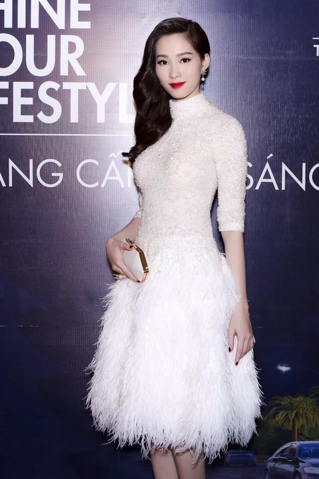 Cùng kiểu đầm thiên nga trắng: Angela Phương Trinh và 3 nàng Hậu, ai mặc đẹp nhất? - Ảnh 1.