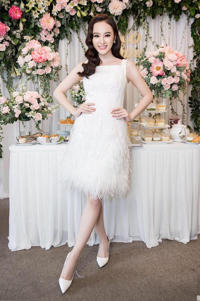 Cùng kiểu đầm thiên nga trắng: Angela Phương Trinh và 3 nàng Hậu, ai mặc đẹp nhất? - Ảnh 3.