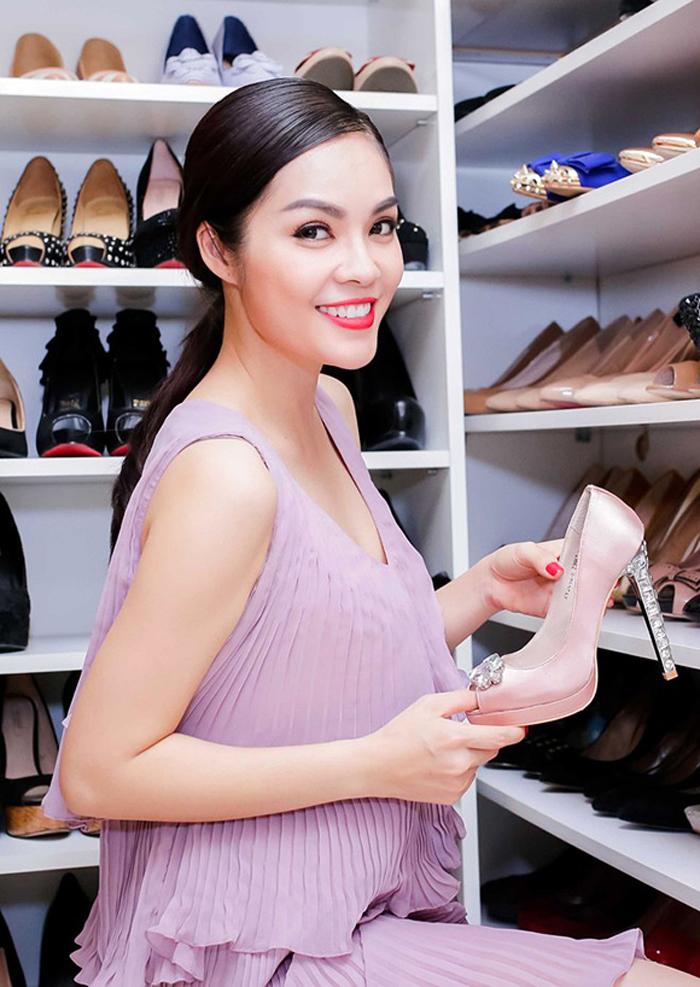 Tủ giày của sao & hot girl Việt: người thì như đại lý, kẻ to như... siêu thị! - Ảnh 11.