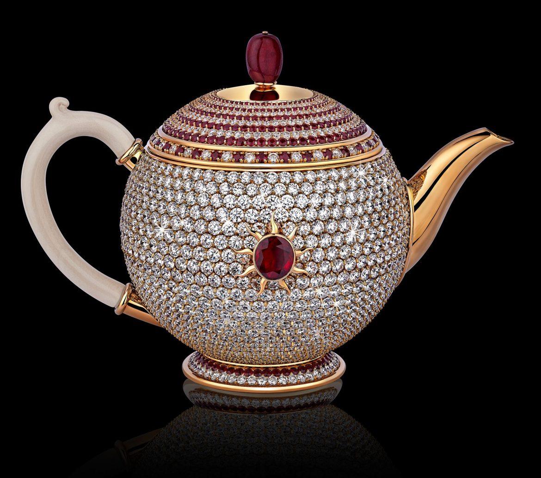 Thật khó tin nhưng có ấm trà nạm đá ruby giá hơn 66 tỷ đồng - Ảnh 1.