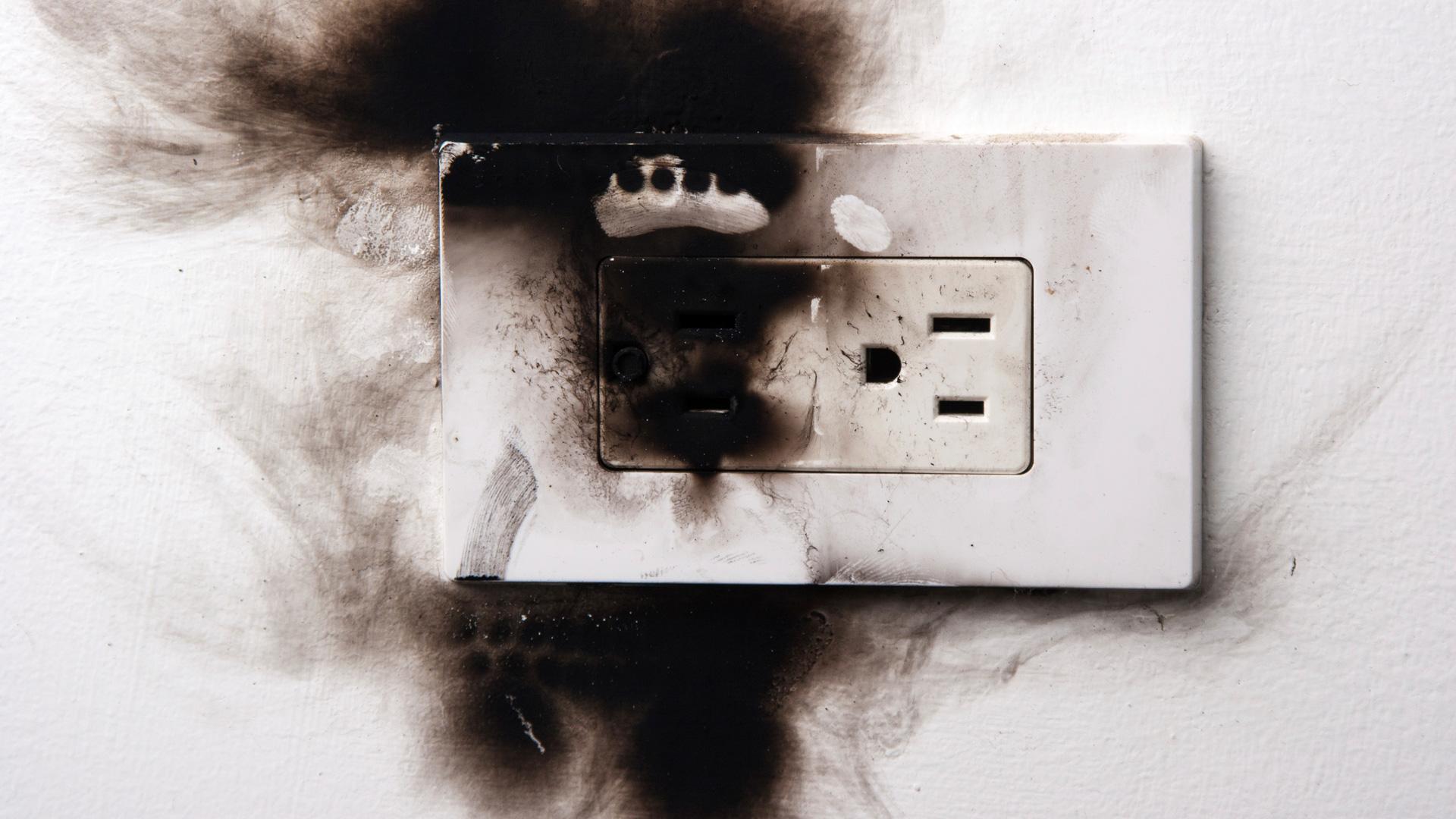 6 sai lầm khi dùng đồ điện có thể khiến bạn trả giá bằng cả tính mạng - Ảnh 5.