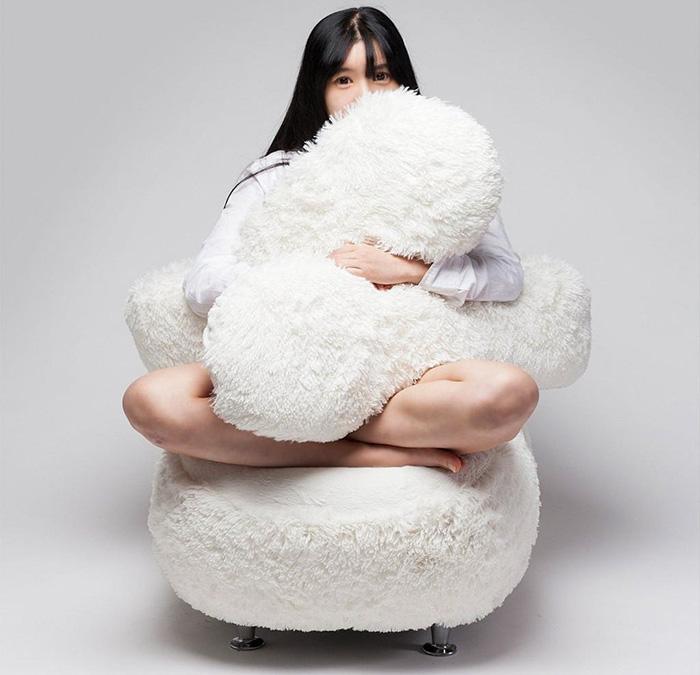Ghế ôm dành cho những người cô đơn dự đoán sẽ gây sốt trong thời gian tới - Ảnh 3.