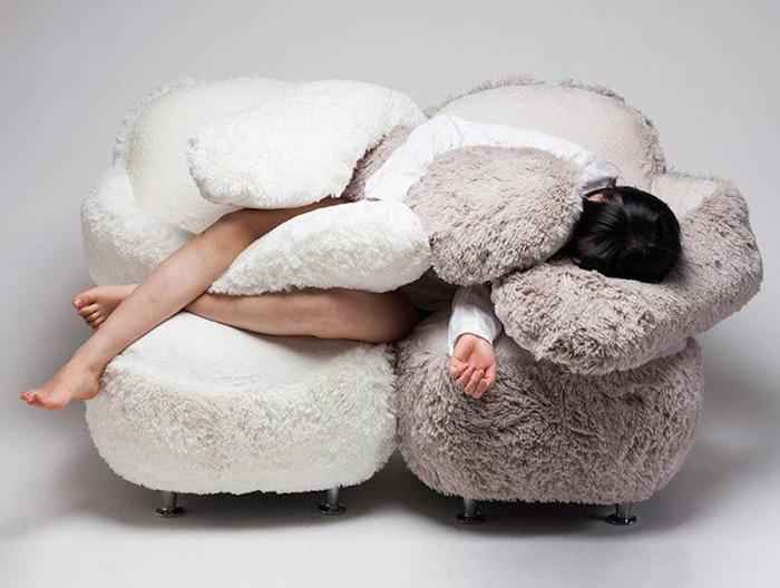 Ghế ôm dành cho những người cô đơn dự đoán sẽ gây sốt trong thời gian tới - Ảnh 2.
