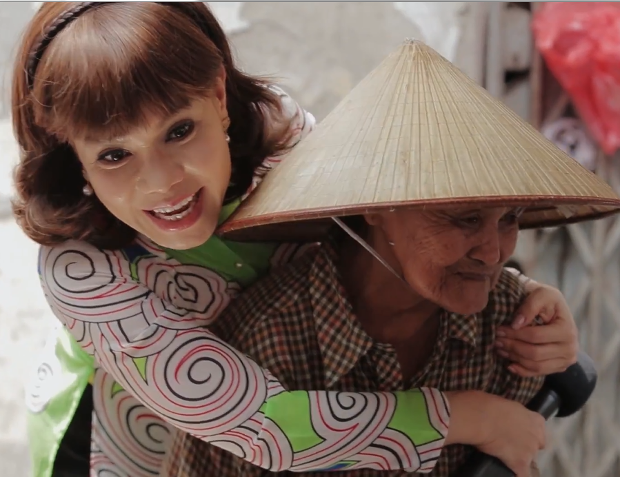 Cụ bà bán bún riêu 52 năm ở Sài Gòn, hào sảng và lương thiện khiến Việt Hương vừa ăn vừa khóc - Ảnh 4.