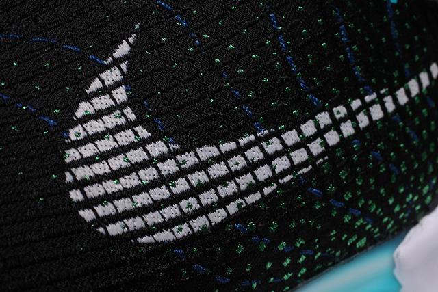 Nóng: Những hình ảnh đập hộp đầu tiên của đôi giày tự thắt dây Nike HyperAdapt 1.0 - Ảnh 2.