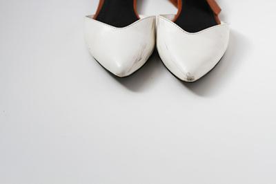 """Lôi ngay giày da """"cũ cũ bẩn bẩn"""" ra tân trang như mới chỉ với 1 nguyên liệu - Ảnh 4."""
