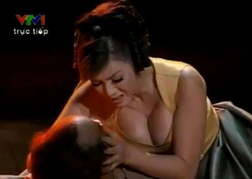 Can tội hở bạo, MC của Miss World 2016 bị truyền hình Thái Lan xóa mờ hình ảnh - Ảnh 7.
