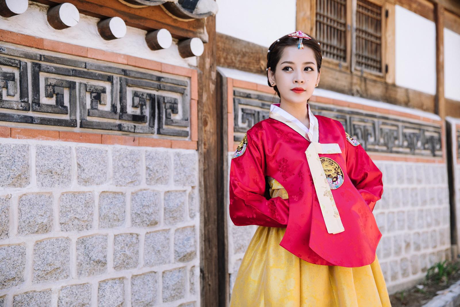Mặc Hanbok tạo dáng trên phố Hàn, Chi Pu xinh xắn và đáng yêu đến