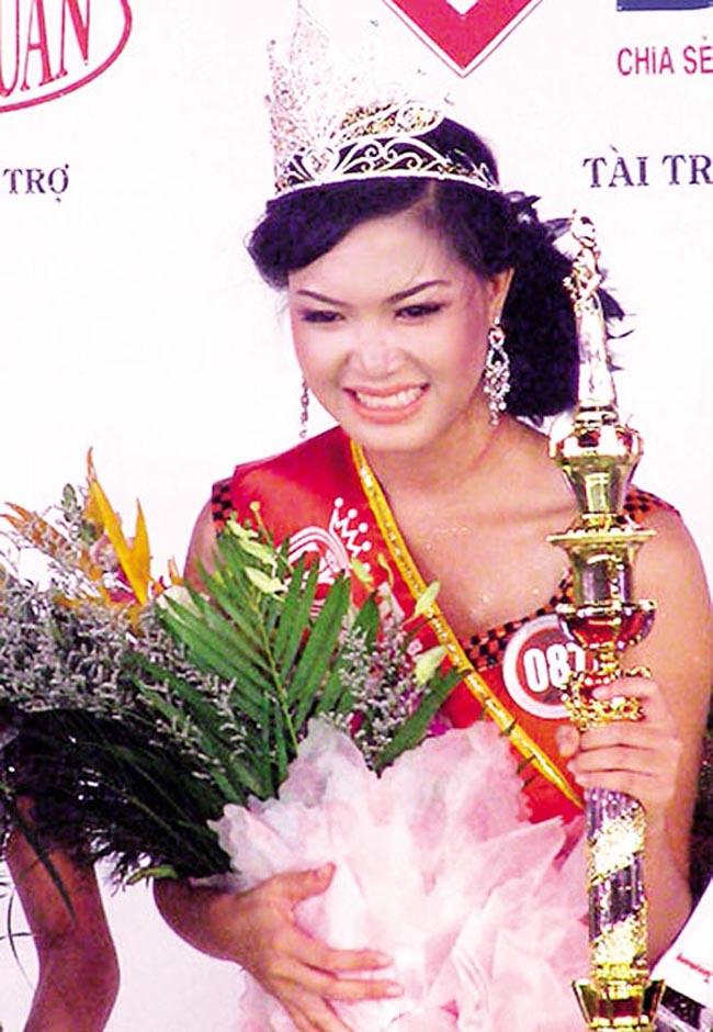 Khác biệt lớn giữa style make up ngoài đời với trên sân khấu đăng quang của các Hoa Hậu Việt Nam - Ảnh 5.